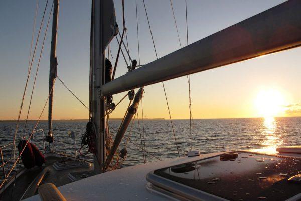 sonnenuntergang-ostsee-segeln-um-die-insel-ruegen